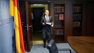 Olaf Scholz, le ministre des Finances allemand, arrive pour la vidéo-conférence des membres du G20 du 15 avril 2020.