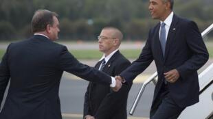 Barack Obama est accueilli à son arrivée à Tallinn par le ministre estonien des Affaires étrangères Toomas Kahur, le 3 septembre 2014.