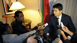 Le président de la transition malgache, Andry Radjoel lors d'un point de presse à son hotel à Pretoria, le 29 avril 2010.