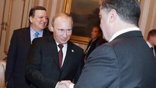 Порошенко и Путин в Милане, 17 октября.