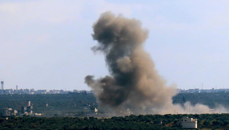 Bombardements du régime de Damas sur Binnish près de la ville de Saraqeb en Syrie, le 2 mars 2020.