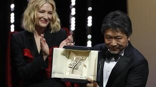 Director Hirokazu Kore-eda with the Palme d'Or award which his film 'Shoplifters' won at the 2018 Cannes film festival. Standing next to him is Cate Blanchett, Jury President of this year's event.