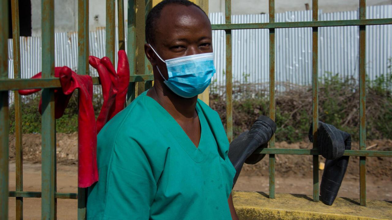 Guinée: guéri d'Ebola, le Dr Papus s'engage en première ligne face à la maladie - RFI
