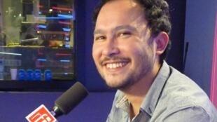 El compositor colombiano Pedro Garcia Velasquez con Jordi Batalle después de la grabación de El invitado de RFI.