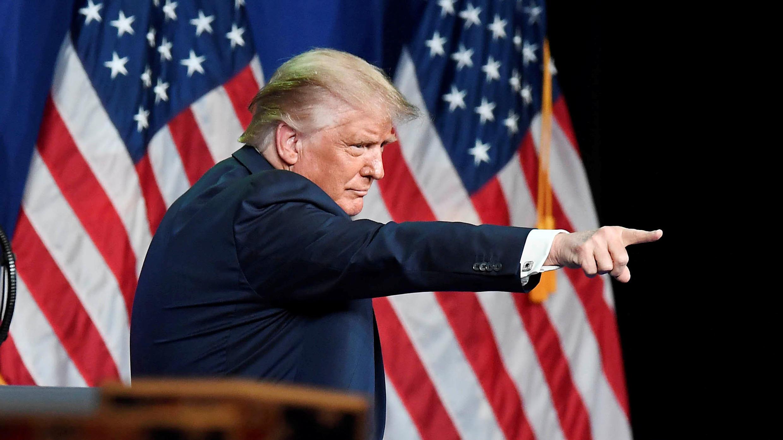 O presidente dos Estados Unidos, Donald Trump, tem tido o apoio de seguidores do movimento conspiracionista QAnon para sua campanha à reeleição.