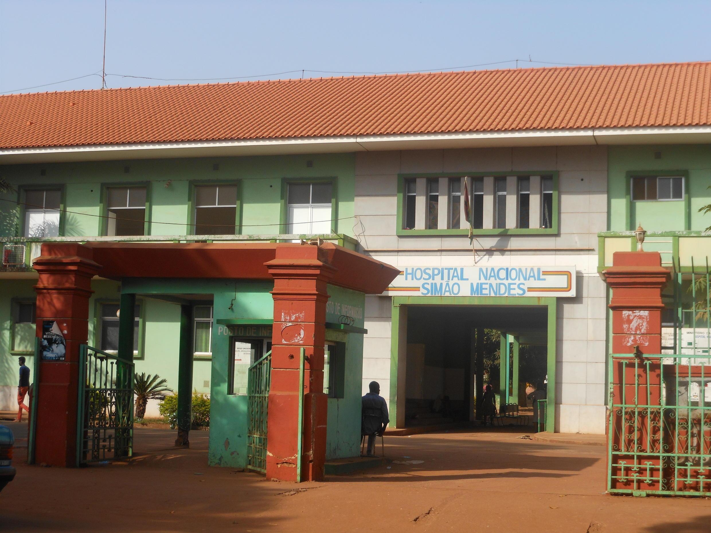 O  Hospital Nacional Simão Mendes, em Bissau, cujo técnicos entraram no  segundo dia de  greve, a  21 de Setembro de 2021. Até a data não tiveram início negociações entre grevistas e as autoridades