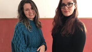 """Cynthia de Paula (à esq.) e Maíra Streit do projeto cultural """"Lisboa Acolhe""""."""