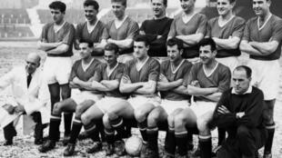 Фотография «Манчестер Юнайтед» образца 1958 года, уже после катастрофы. Вратарь Гарри Грегг стоит в центре, во втором ряду.