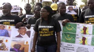 Des militants anti-esclavagistes manifestent, le 3 août 2016 à Dakar, en soutien aux activistes arrêtés en Mauritanie.