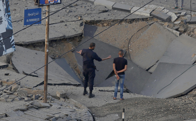 Wani titi da hare-haren jiragen yakin Isra'ila suka ragargaza a birnin Gaza.