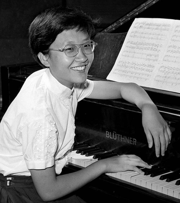 1958年獲日內瓦國際鋼琴比賽最高獎。