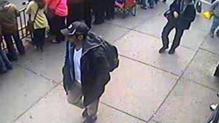 Os irmãos Tsarnaev no dia do atentado em Boston,  18 de abril de 2013.