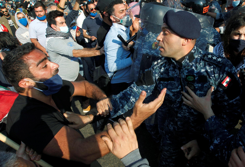 2020-04-28T161218Z_1997486140_RC2SDG9V1GWX_RTRMADP_3_LEBANON-CRISIS-PROTESTS