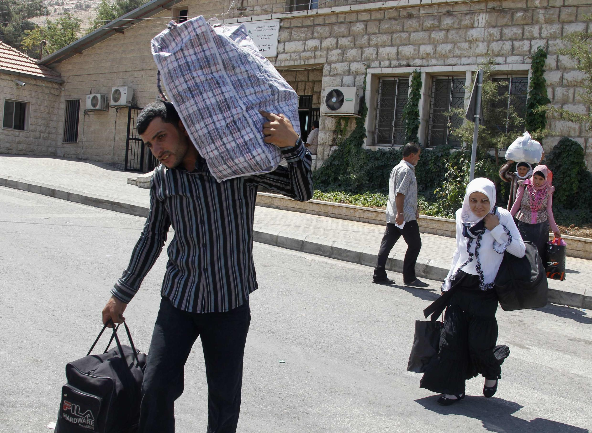 Syrians try to flee to Labanon at Al-Masnaa