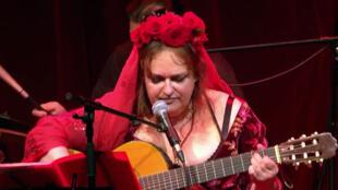 A cantora e compositora Mônica Passos