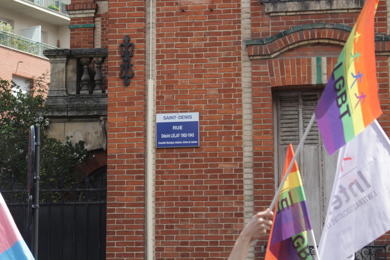 Bandeira LGBT em Saint-Denis.