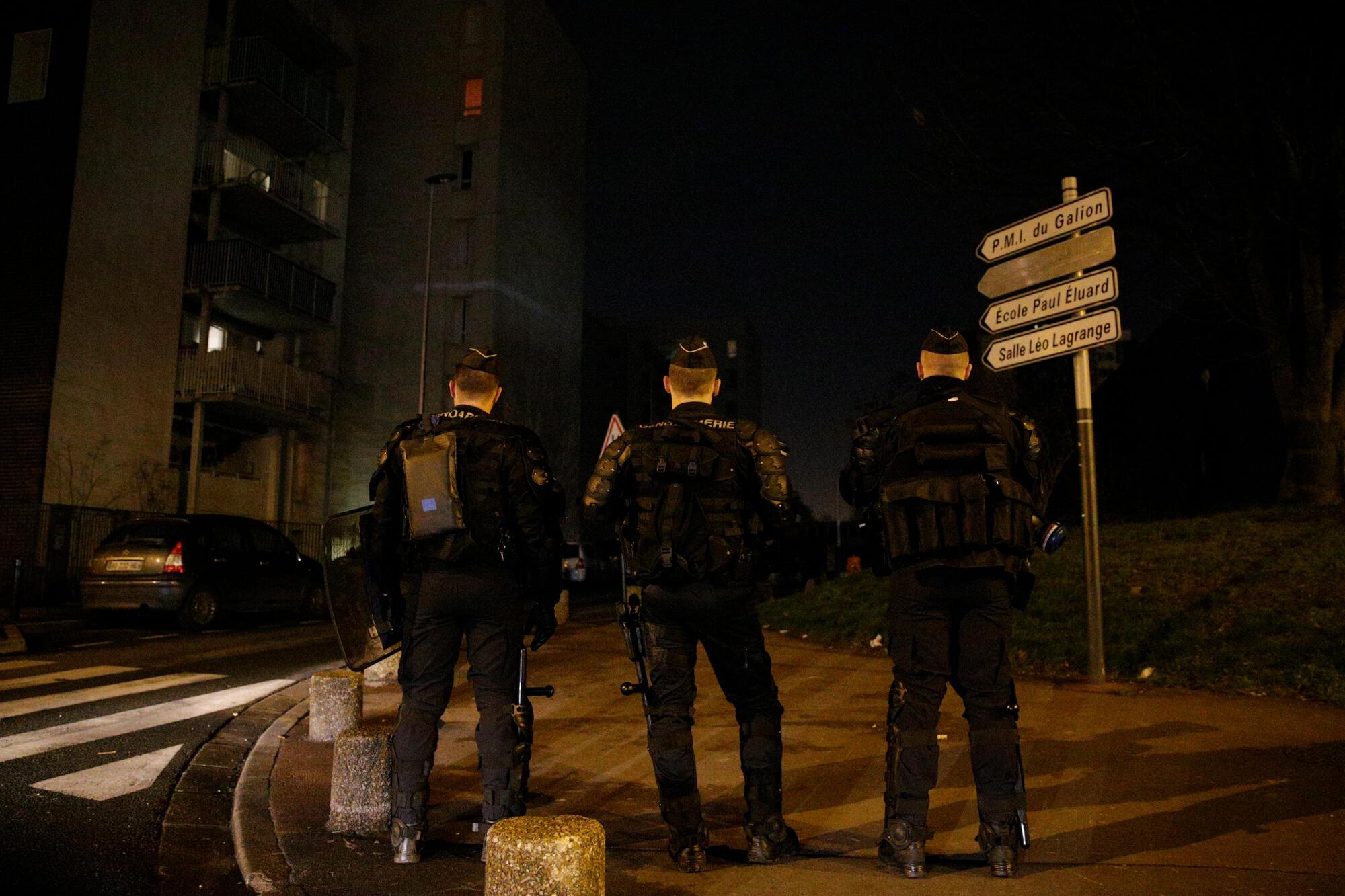 Polícias patrulhando em Aulnay-sous-Bois, no passado 7 de Fevereiro.