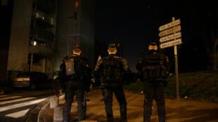Cité des 3000 à Aulnay-sous-Bois (France), le 7 février 2017, quelques jours après le viol présumé d'un jeune par des agents de police.