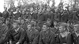 130 000 người Pháp vùng Alsace và Moselle bị nhập ngũ Lực lượng vũ trang Waffen-SS.