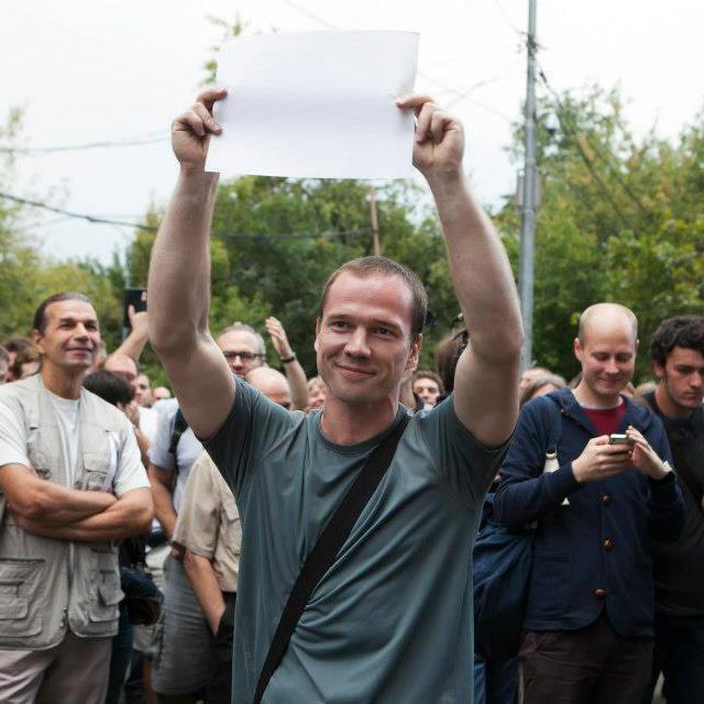 Nhà đối lập Nga Ildar Dadin trong một cuộc biểu tình năm 2012