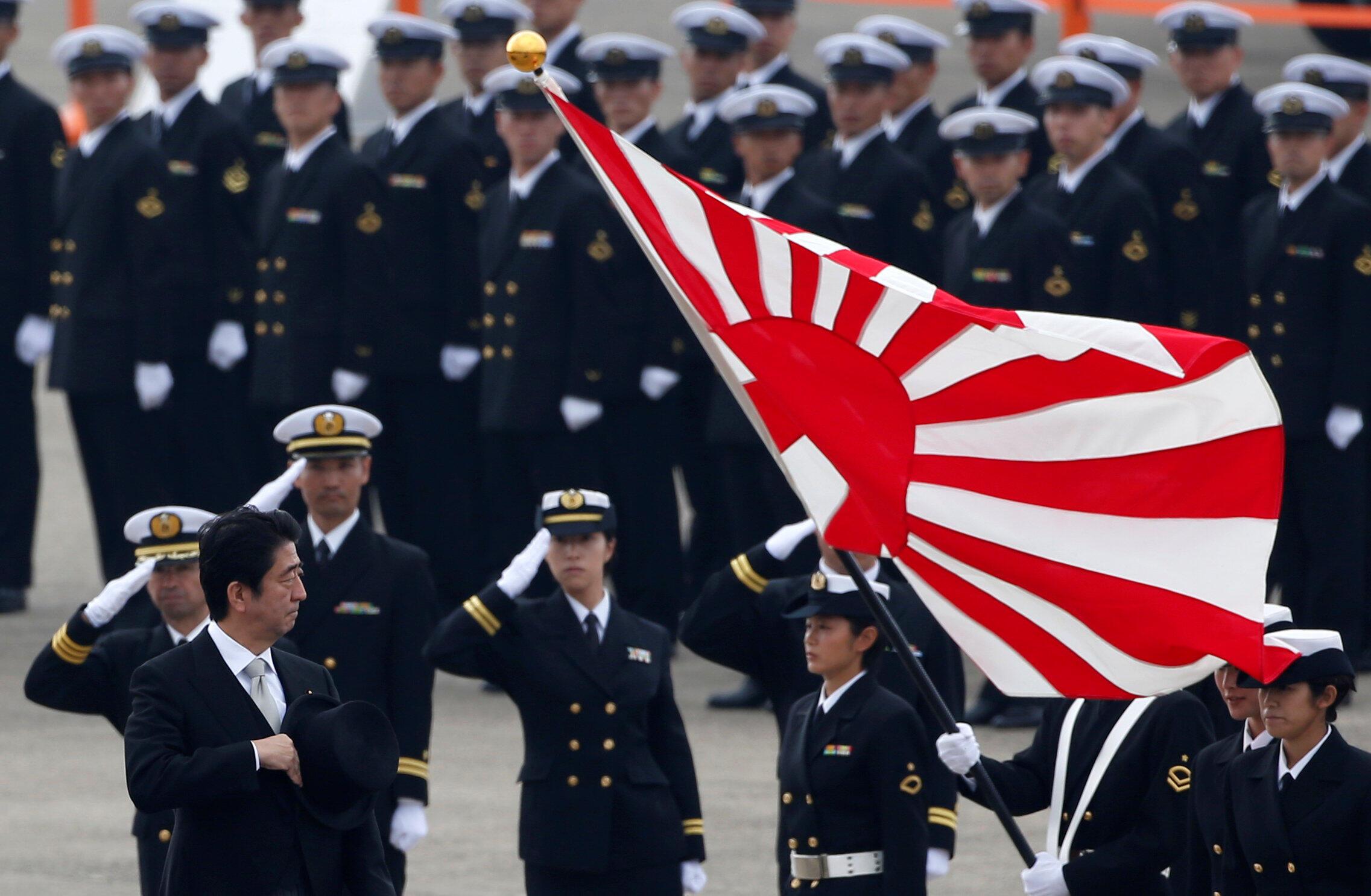 Thủ tướng Nhật Bản Shinzo Abe tại căn cứ không quân Hyakuri ở Omitama, phía đông bắc Tokyo ngày 26/10/2014.