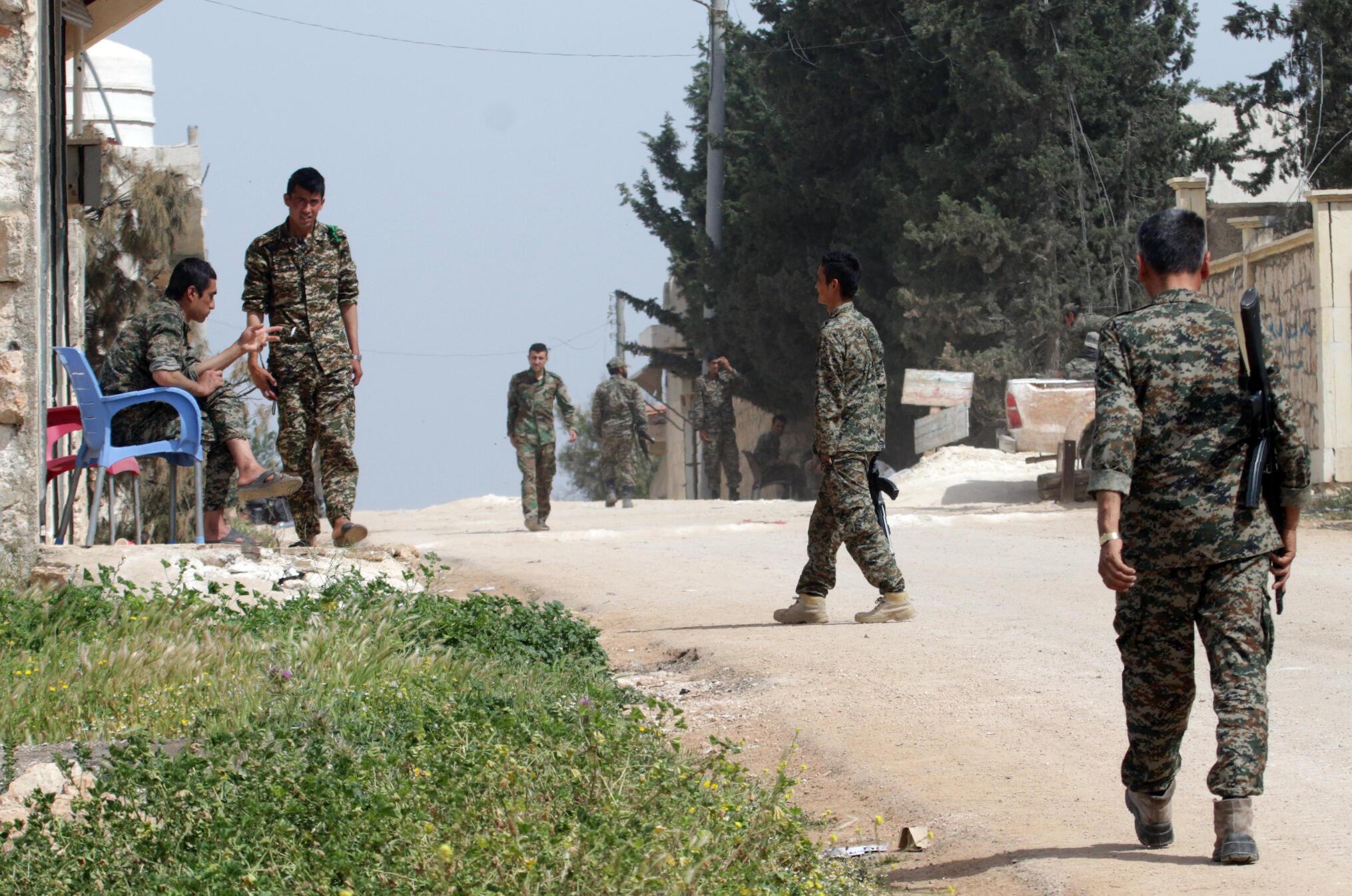 Vikosi vya serikali ya Syria vikipiga doria katika mji wa Khan Touman.Aprili 11, 2016.