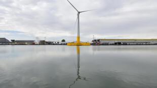 La première éolienne en mer en France est flottante et inaugurée le 13 octobre 2017.
