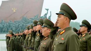 图为朝鲜军人在2017年9月9日国庆日举行列队仪式