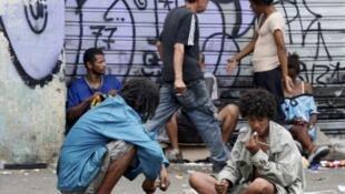 Usuários de crack na estação da Luz em São Paulo.