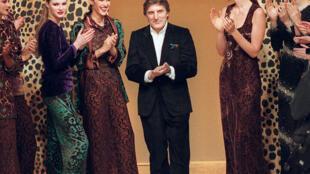 O estilista francês Emanuel Ungaro fotografado em março de 1997. Ele morreu em Paris, no sábado (21) aos 86 anos.