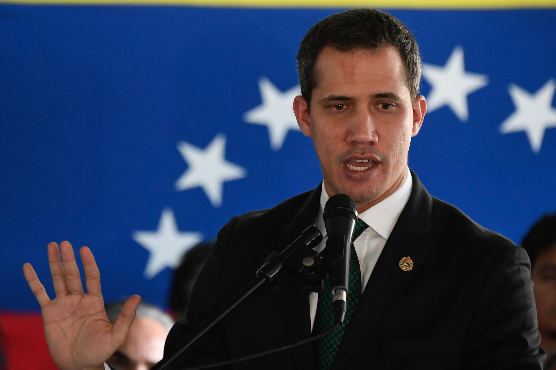 El líder opositor venezolano Juan Guaidó habla durante una conferencia de prensa en Caracas, el 9 de marzo de 2020
