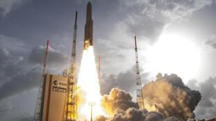 Lançamento do foguete Ariane 5, em Kourou, Guiana Francesa.