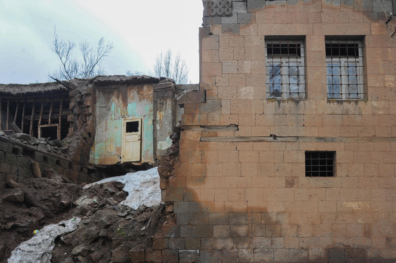 Разрушенные армянские дома в Битлисе, на востоке Турции. 30 марта 2015 год