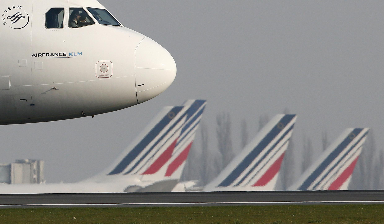 La direction d'Air France a présenté en conseil d'administration un scénario prévoyant le retrait de 14 avions d'ici fin 2017 et la fermeture de cinq lignes sur le réseau long-courrier, le 2 octobre 2015.