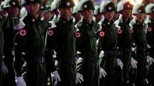 Les militaires birmans n'ont pas apprécié les chants satiriques d'une troupe de théâtre (photo d'archives: une garde d'honneur lors d'une cérémonie, le 4 janvier 2019).