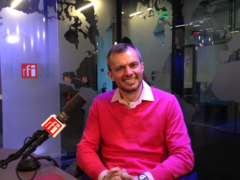 Volnei José Righi, professor da URI de São Luiz Gonzaga, nos estúdios da RFI.