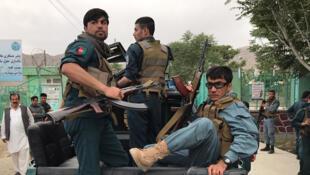 'Yan Sanda na sintiri bayan tashin Bam a Kabul, Afghanistan yau Asabar.