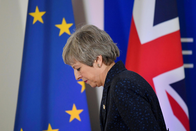 No Reino Unido, a primeira-minista britânica Theresa May está mais fragilizada do que nunca, depois de uma nova demissão em seu governo na quarta-feira.