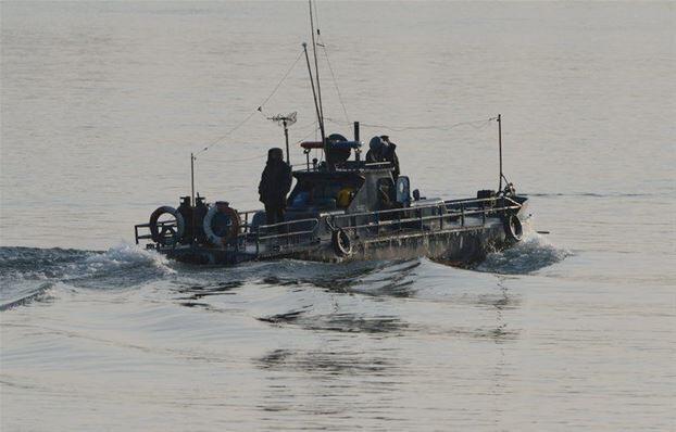 Một tàu tuần tiễu Bắc Triều Tiên trên sông Áp Lục gần biên giới Trung-Triều.