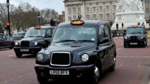 """Os """"Black Cabs"""" de Londres decidiram parar a Trafalgar Square."""