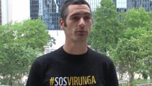 Jean-Baptiste Roelens (WWF France) dans une vidéo appelant Total à ne pas exploiter le pétrole du parc des Virunga, en juin 2012.