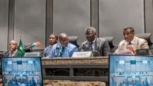اتحادیۀ آفریقا، روز پنجشنبه ۱۶ خرداد/ ۶ ژوئن ٢٠۱٩، عضویت سودان در این سازمان را تا زمان واگذاری قدرت به غیرنظامیان، به حال تعلیق درآورد.