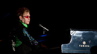 Elton John nhân một buổi biểu diễn gây quỹ từ thiện giúp đỡ cộng đồng LGBT - Reuters / Gerardo Garcia