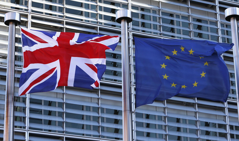Cờ Anh bên cạnh cờ châu Âu tại trụ sở Liên Hiệp Châu Âu ở Bruxelles, 16/02/2016