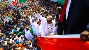 Dan takarar shugabancin Najeriya na jam'iyyar PDP Atiku Abubakar yayin fara gangamin yakin neman zabensa a jihar Sokoto.