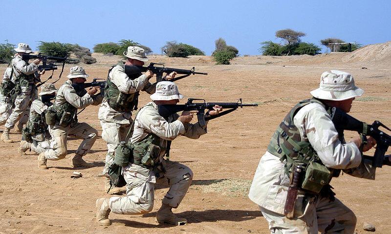 Une escouade de Marines à l'entraînement dans le camp Lemonnier à Djibouti en 2003.
