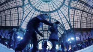 Pista gigante de patinação do Grand Palais