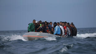 Des migrants en provenance du Maroc traversent le détroit de Gibraltar vers Tarifa en Espagne, le 27 juillet 2018.