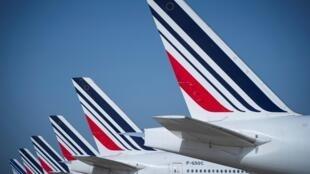 Unos aviones de Air France estacionados en las pistas del aeropuerto francés de Roissy-Charles de Gaulle, el 7 de agosto de 2018 al norte de París
