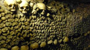 巴黎地下公墓。